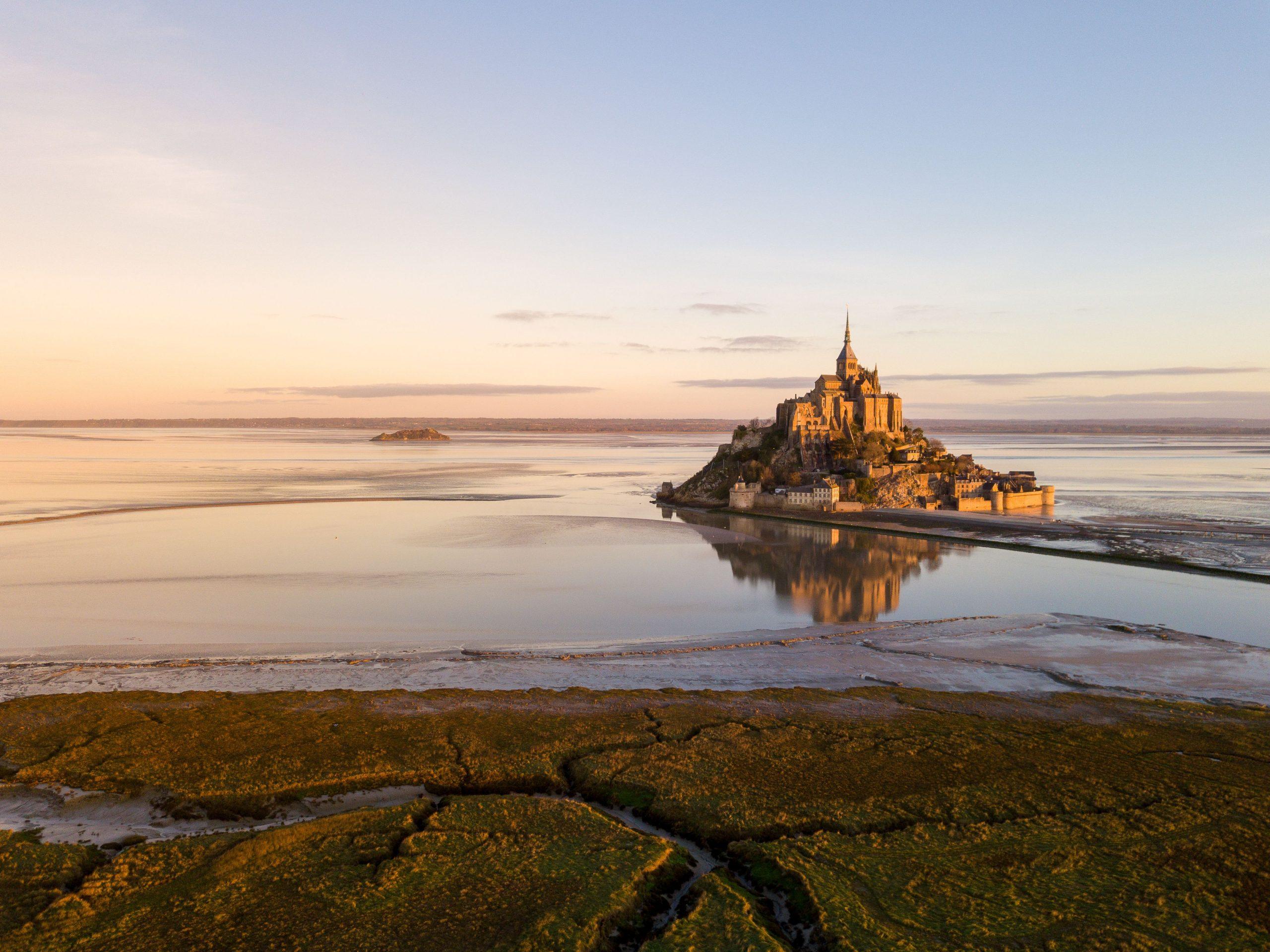 Baie du Mont Saint Michel au coucher de soleil
