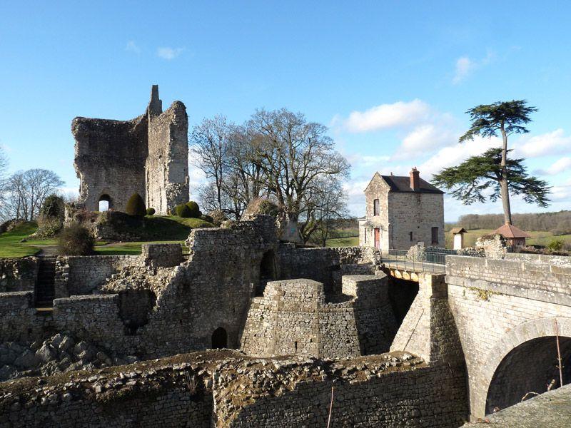 Ruines médiévales château de Domfront