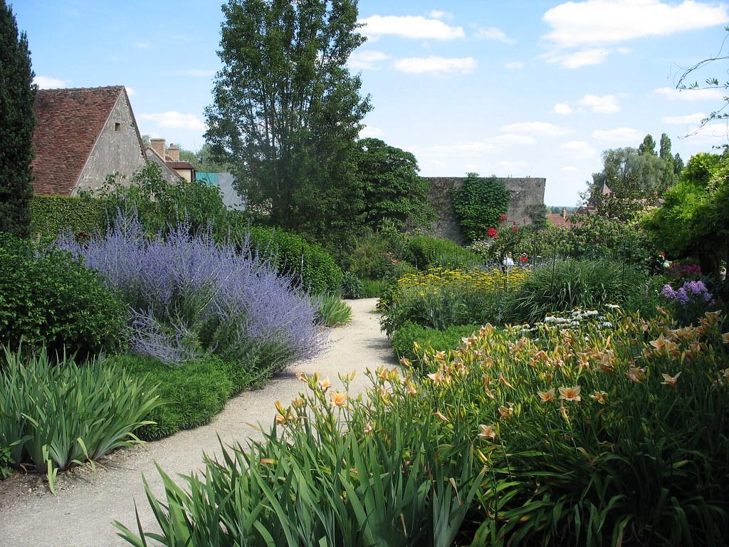 Allée fleurie du Parc floral d'Apremont-sur-Allier
