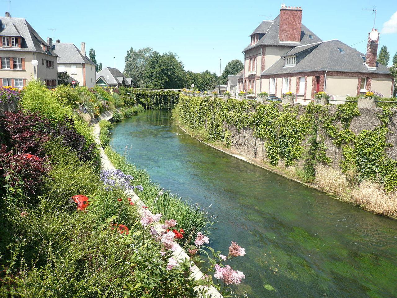 La Touques, rivière traversant le village de Pont-l'évêque.