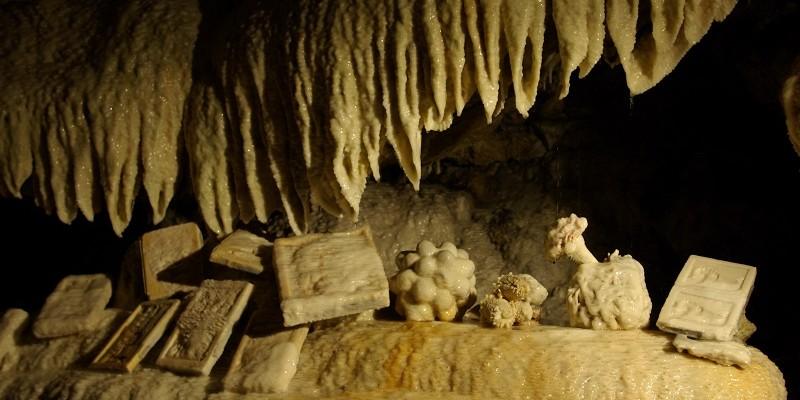Grottes de Savonnières