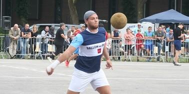 Ballon au poing