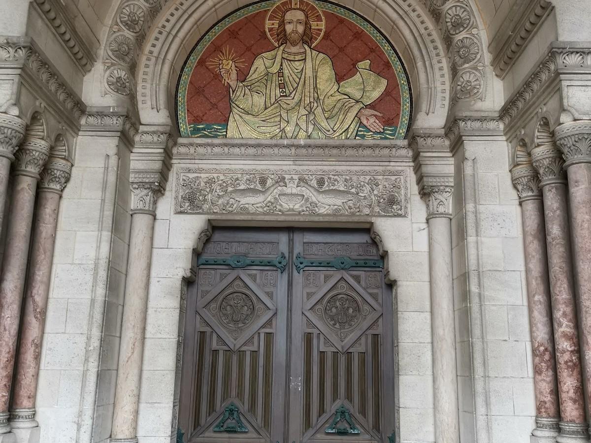 Entrée de Notre-Dame-de-Brebières d'Albert