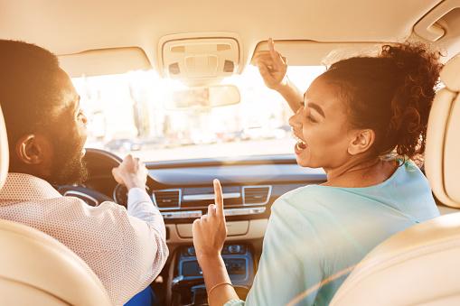 Couple musique voiture
